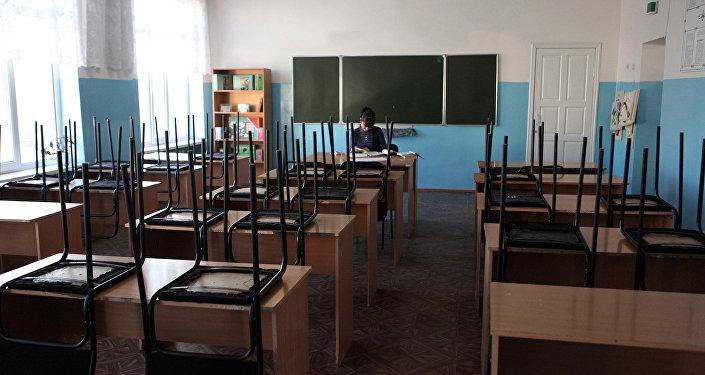 Pasniedzējs klasē. Foto no arhīva