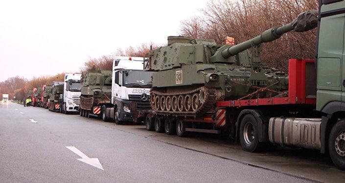 Vācijas policija nobloķēja konvoju ar amerikāņu haubicēm