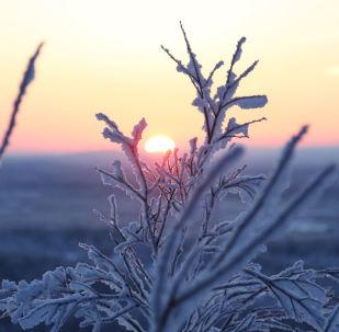 Рассвет, наблюдаемый с Солнечной горки в Мурманске, архивное фото