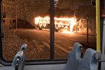 Uzliesmojušais autobuss. Foto no arhīva