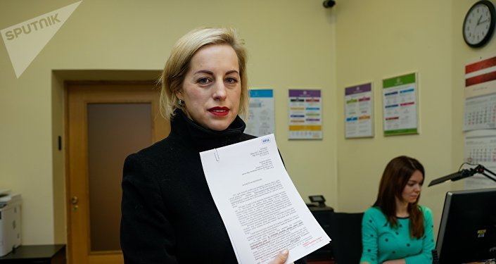 Елена Бачинская передала в Сейм петицию о сохранении в Латвии билингвального образования