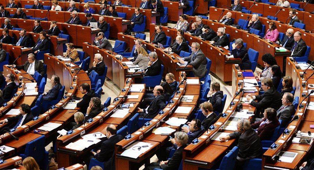 Делегаты в зале на пленарном заседании Парламентской ассамблеи Совета Европы (ПАСЕ)