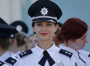 Женщина-полицейский в Киеве