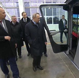Putins savāca ražu ar kombaina simulatoru