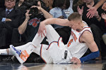 Нападающий New York Knicks Кристапс Порзингис в матче против команды Milwaukee Bucks, 7 февраля 2018