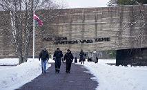 Мемориал памяти жертв нацизма в Саласпилсе  Надпись: За этими воротами стонет земля
