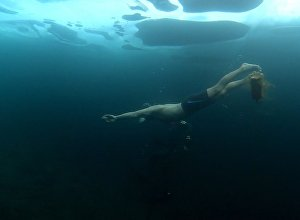 Ekstremāla niršana zem Baikāla ledus
