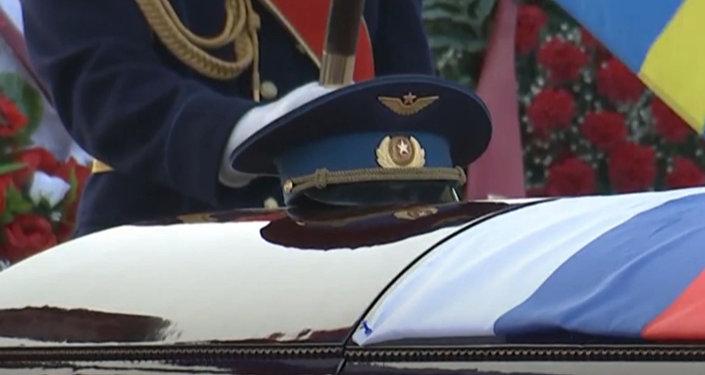 Церемония прощания с погибшим в Сирии летчиком Романом Филиповым