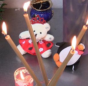 В Орске и Саратове несут цветы и свечи в память о жертвах крушения Ан-148
