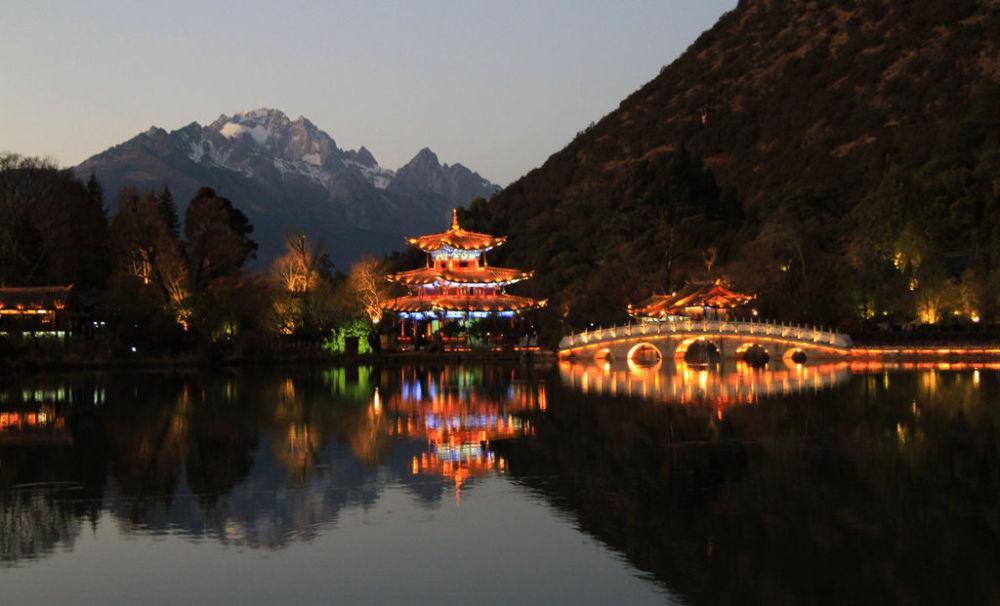 Пруд Черного дракона в Китае