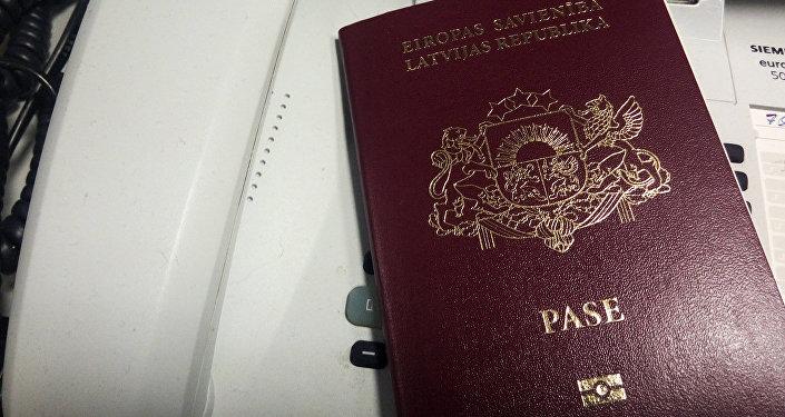 Паспорт гражданина Латвии. Архивное фото