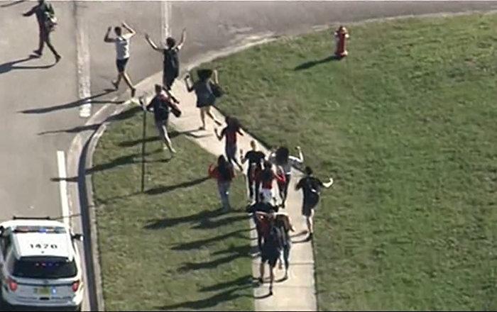 Подросток устроил стрельбу в школе во Флориде