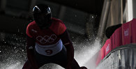 Мартинс Дукурс во время соревнований по скелетону среди мужчин на XXIII зимних Олимпийских играх