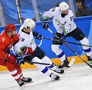 Слева направо: Владислав Гавриков (Россия), Жига Еглич (Словения) и Рок Тичар (Словения) в матче Россия - Словения по хоккею среди мужчин группового этапа на XXIII зимних Олимпийских играх.