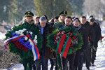 Сотрудники посольств России и Беларуси в Латвии на Гарнизонном кладбище Риги