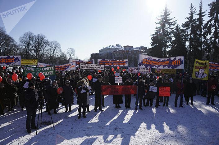 ВЛатвии люди вышли наулицу взащиту русских школ