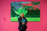 Алексей Наумов со свежеотпечатанным каталогом своих работ, который выпустило издательство Neptuns