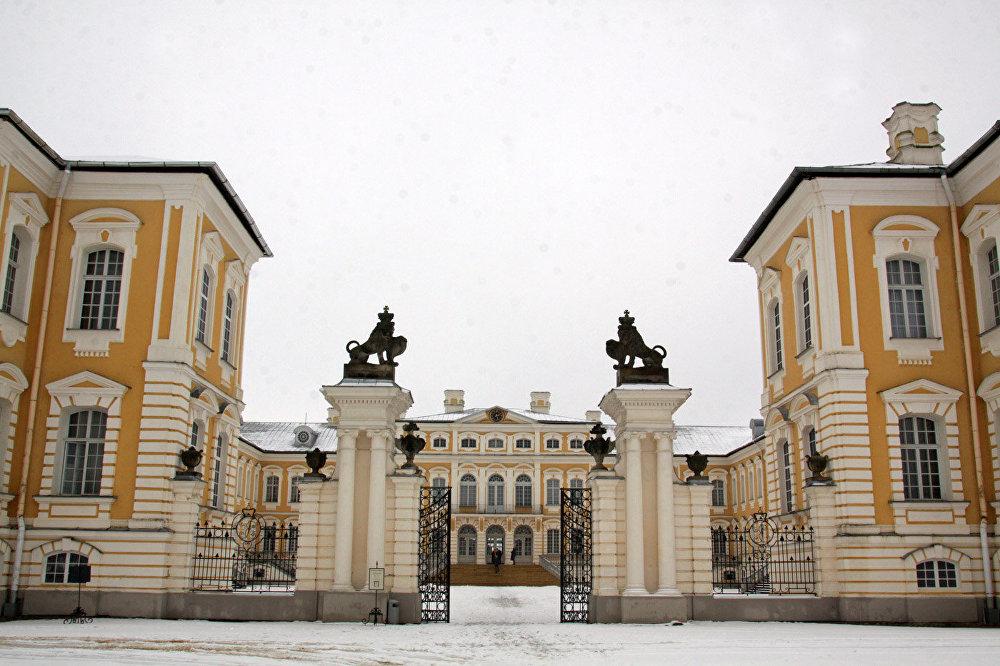 Парадный вход в Рундальский дворец