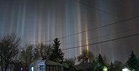 Световые столбы зимней ночью