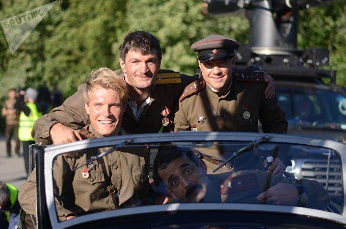 9 мая состоится премьера фильма На Париж о приключениях четырех танкистов в 1945 году