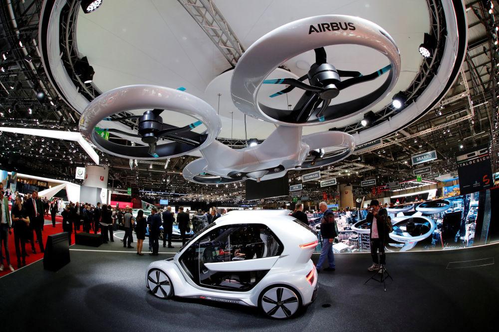 Концепт pop.up next от Audi, Airbus и Italdsign на автосалоне Geneva International Motor Show 2018 в Женеве, Швейцария
