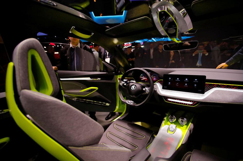 Автомобиль Skoda Vision X на автосалоне Geneva International Motor Show 2018 в Женеве, Швейцария