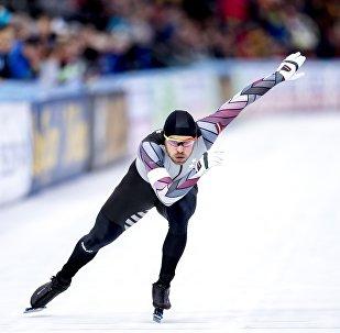 Харальдс Силовс во время 500-метровой гонки на Всемирном чемпионате ISU по конькобежному спорту в Амстердаме