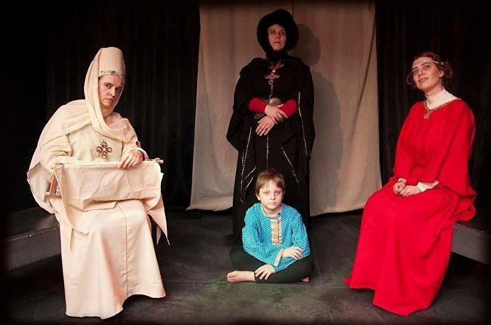 Три главные героини и наследник