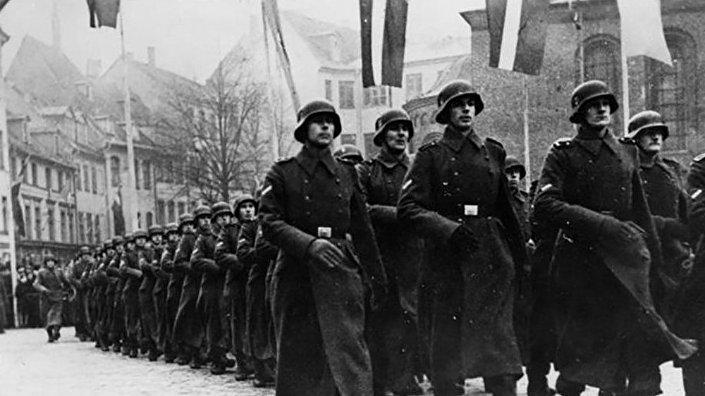 Парад латышских легионеров в честь дня основания Латвийской республики Рига 18 ноября 1943 года