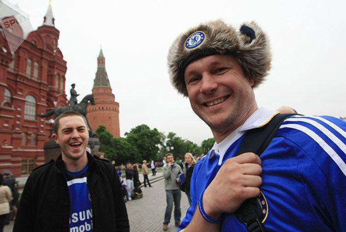 Английские болельщики накануне финального матча Лиги чемпионов между командами Челси и Манчестер Юнайтед, который состоялся 21 мая 2008 года на московском стадионе Лужники.
