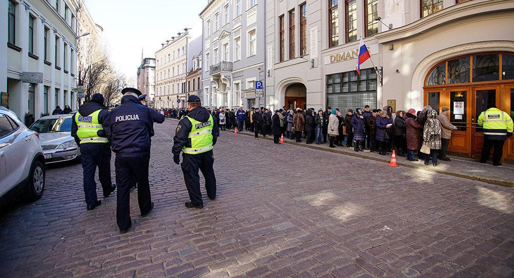 Русские жители нарусофобию властей Латвии ответили массовым голосованием за Владимира Путина