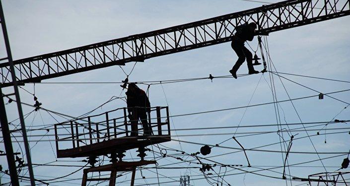 Elektriskā tīkla atjaunošanas darbi
