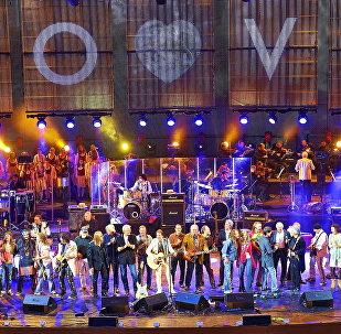 Финал юбилейного концерта Цветы 40 лет. Москва. Архивное фото