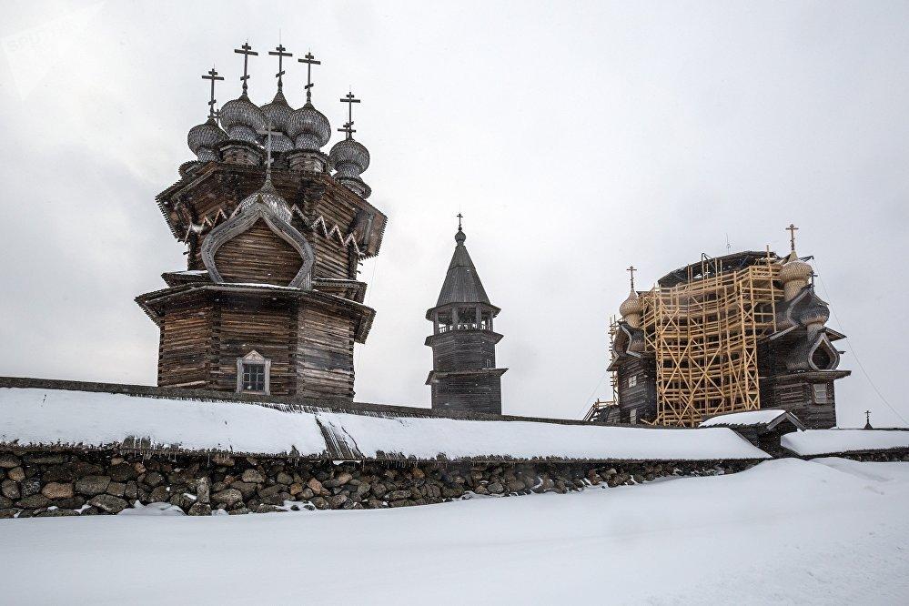 Dievmātes Šķiedrauta baznīca, Kižu kapsētas zvanutornis un Tā Kunga Apskaidrošanās baznīca Kižu muzejā-rezervātā
