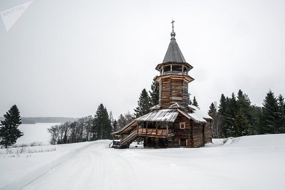 Tā Kunga Apskaidrošanās kapela Kavgora ciemā (XVII-XVIII gs.) Kižu muzejā-rezervātā