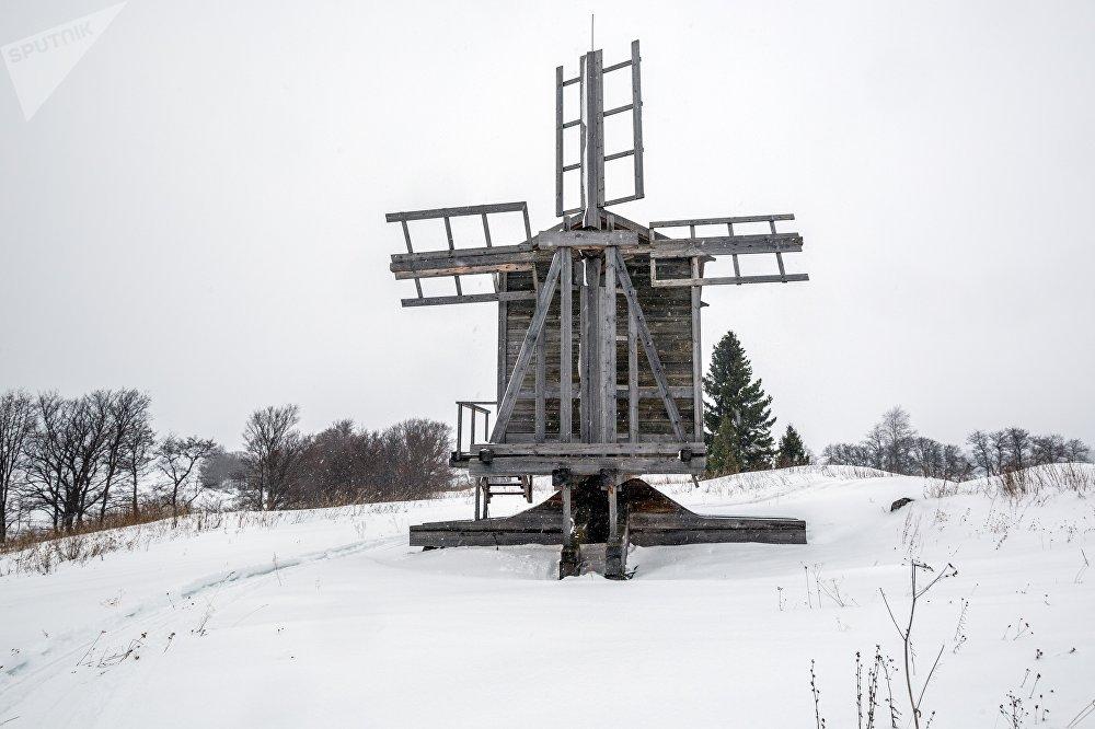 Vējdzirnavas (XIX gs. otrā puse) Gafostrova ciemā Kižu muzejā-rezervātā