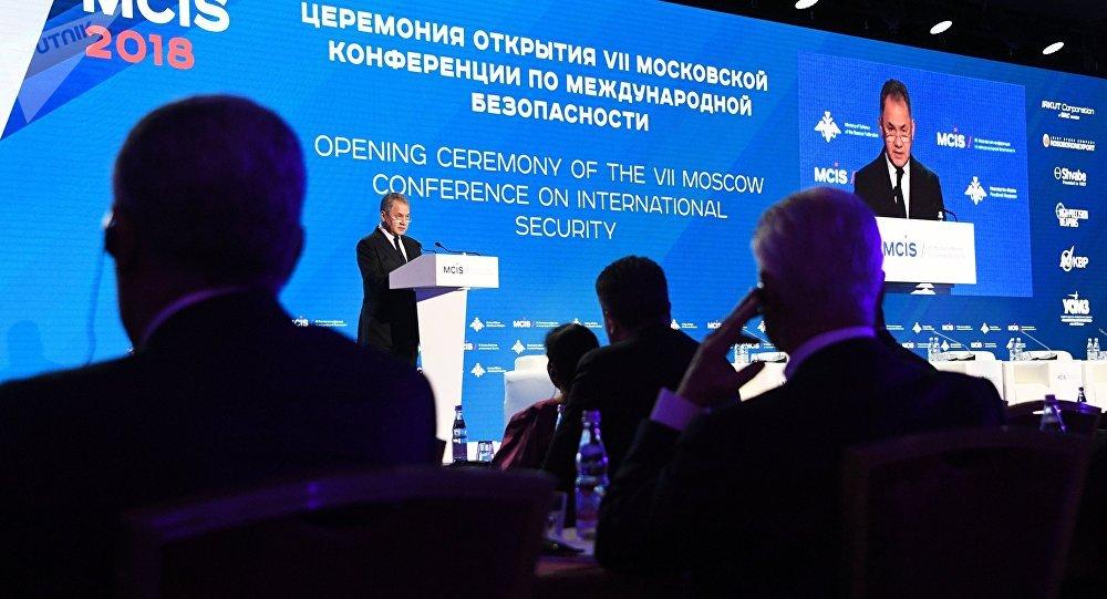 Шойгу объявил оросте активности НАТО у русских границ