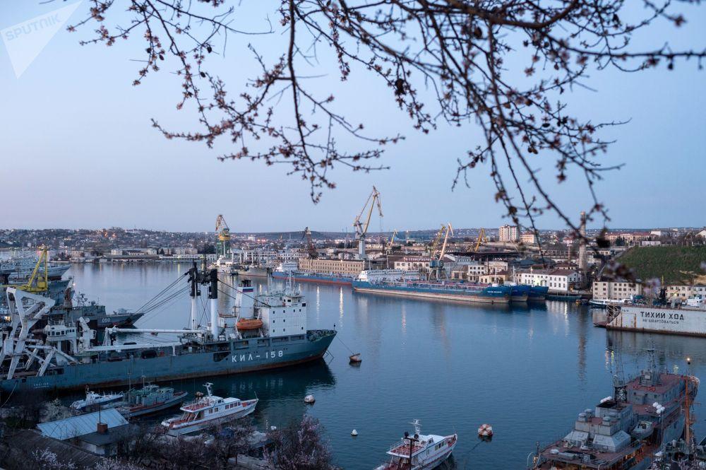Порт в Севастополе, Крым