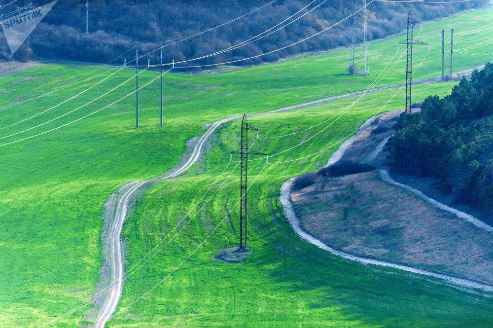 Линии электропередачи в деревне Клиновка, Крым