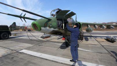 Trieciennieka Su-25 sagatavošana izlidošanai kara lidotāju sacensībās Aviadarts 2018 Primorjē