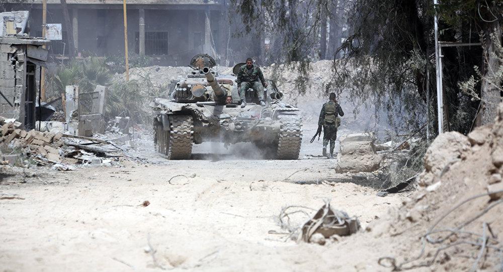 Sīrijas armijas karavīri Dūmas pilsētā 2018. gada 8. aprīlī