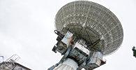 Огромное зеркало радиотелескопа диаметром 32 метра