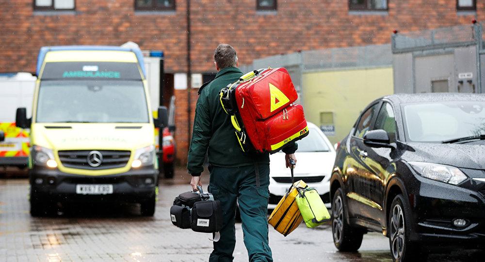 Paramediķis netālu no Skripaļu saindēšanas vietas Solsberijā