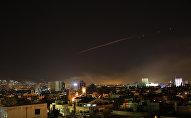Raķešu uzbrukuma norise Damaskas debesīs 2018. gada 14. aprīlī