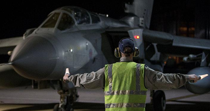Боевой самолет RAF Tornado приземлился на Кипре после обстрела Дамаска. 14 апреля 2018 г.