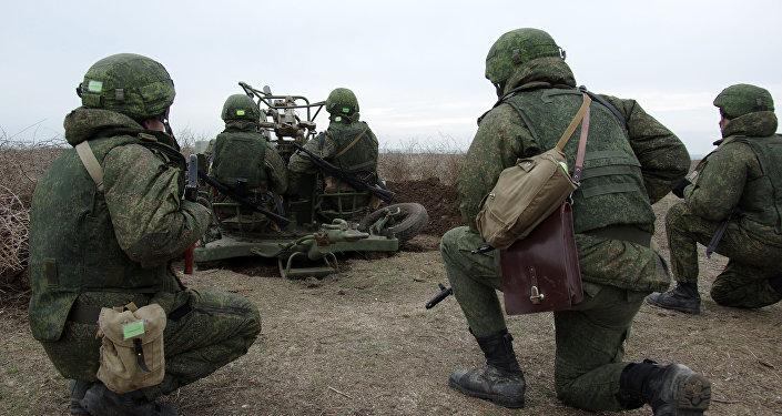 Военнослужащие на учениях, архивное фото