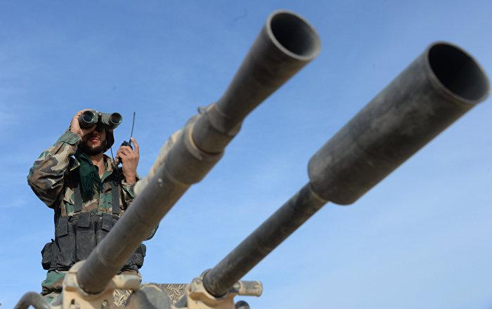 Боей сирийской армии во время наступления на город Эль-Карьятейн
