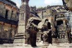 Скальный храм в Эллоре в Индии