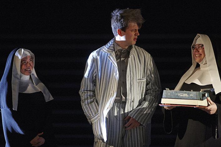 Спектакль Человек, который принял жену за шляпу поставили по бестселлеру американского нейропсихолога Оливера Сакса