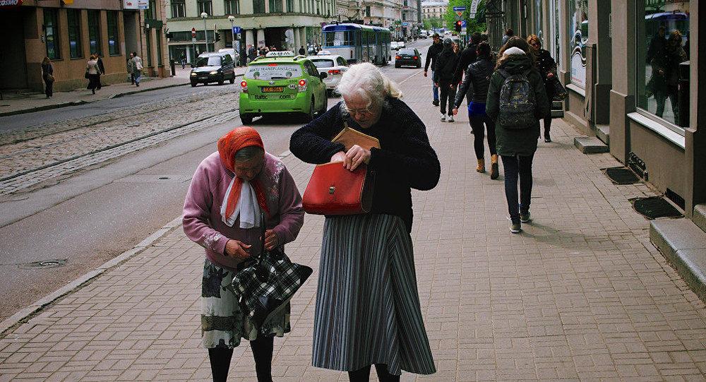 Латвийские пенсионеры считают каждый евроцент. Архивное фото